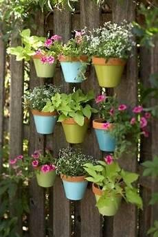 blumenkübel selber dekorieren blument 246 pfe selber machen sch 246 ne dekoration f 252 r den zaun