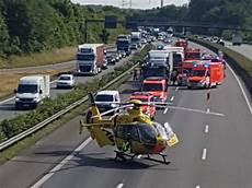 Autobahn Unfall Heute - lkw fahrer eingeklemmt schwerer unfall auf der a1 in