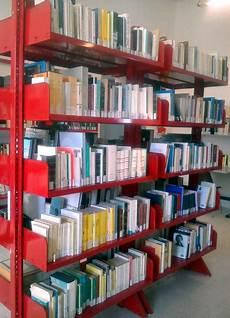 scaffali biblioteca dai sardi emigrati in toscana libri e scaffali per la