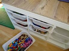 lifehack spielzeugregal mit vielen laden f 252 r lego und