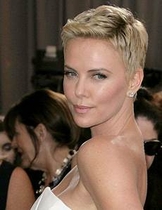charlize theron hair cheveux tr 232 s courts