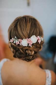 Blumen Im Haar Hochzeit - brautfrisur haare styling blumen hochzeit real