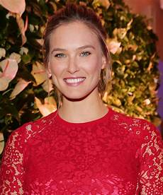 Bar Refaeli Pregnancy Hasn T Kept Bar Refaeli From The Gym See Her