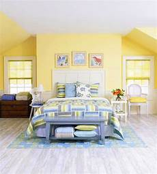 Yellow Walls Bedroom Decorating Ideas by Decorating Ideas For Yellow Bedrooms Quilts Bedroom