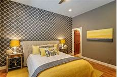 Yellow And Grey Wallpaper Bedroom Ideas by 17 Interesting Wallpapers With Geometric Pattern For Every