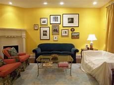 wohnzimmer modern gestalten gelbe wandfarbe wohnzimmer