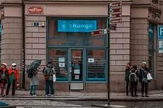 prag geld wechseln tschechische w 228 hrung krone 187 geld auf einem blick f 252 r touristen