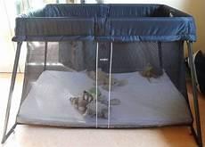 lit parapluie babybjorn sans doute le meilleur lit de voyage b 233 b 233 le babybj 246 rn