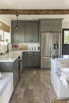 couleur de meuble en bois comment repeindre une cuisine id 233 es en photos id deco