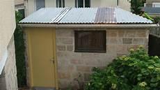revetement toiture abris de jardin refaire la toiture de sa cabane de jardin