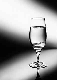 fotos auf glas glas mit wasser foto bild stillleben fotos wasser