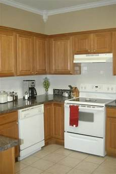 50 best kitchen honey oak cabinets and wall color ideas images pinterest honey oak cabinets