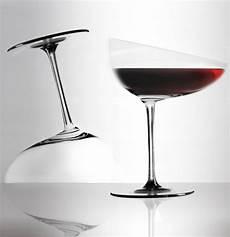 bicchieri di design calici caratteriali unique wine glasses by gumdesign