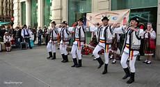consolato romeno sfilata e balli tradizionali di folclore romeno a