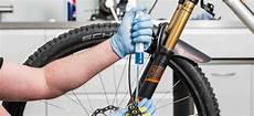 bremsen entlüften fahrrad how to bef 252 llen und entl 252 ften einer bike components