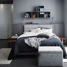 Schlafzimmer Ideen Graues Bett Lavendelfarbende Wand by A Grey Bedroom With A Grey 197 Rviksand Divan Bed A Grey