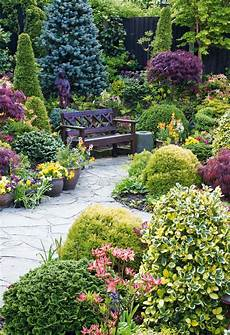 alan titchmarsh s tips keeping your garden green this autumn express co uk