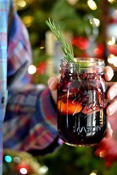 32 best christmas cocktail recipes easy alcoholic holiday drinks