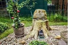Baumstumpf Im Garten Verschönern - baumstumpf im garten gestalten