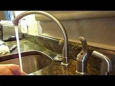 kitchen faucet drips how to fix a kitchen faucet come riparare un rubinetto cucina