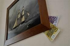 Geld Zu Hause Verstecken - schrank matratze welche geldverstecke einbrecher