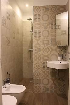 bagno piccolissimo monolocale funzionale e piccolissimo bagno in stile di