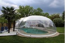 abri de piscine gonflable le des professionnels de la piscine et du spa un abri bulle gonflable pour piscine