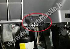 on board diagnostic system 2003 suzuki vitara engine control obd2 connector location in suzuki splash 2008 2015 outils obd facile