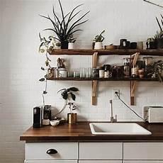 mensola per cucina le mensole a vista in cucina ma anche funzionali