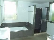 bad mit dusche und badewanne moderne badewanne mit dusche