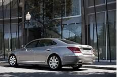 2011 hyundai equus flagship starts at 58 900 includes 5 years valet service 60 photos 2011 hyundai equus review debuts in new york gambar modifikasi spesifikasi mobil