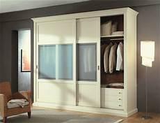 armoire chambre à coucher l armoire avec porte coulissante pour la chambre a