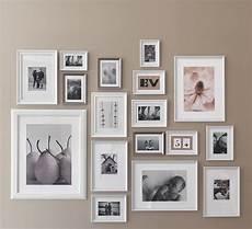 Eine Graue Wand U A Dekoriert Mit Knopp 196 Ng Rahmen Wei 223