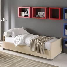 un letto all in one letto a scomparsa singolo con scrivania scrittoio