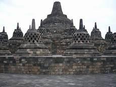 Dibalik Megahnya Bhumi Sambhara Budhara Circle