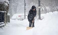 wann muss schneeräumen schneer 228 umen wann mieter zur schaufel greifen m 252 ssen