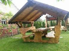 sitzgruppe mit dach gartenbank mit tisch pavillon