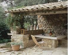 sitzecke holz garten mediterraner garten wohnzimmer