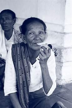 43 Gambar Orang Merokok Yang Keren Koleksi Terpopuler