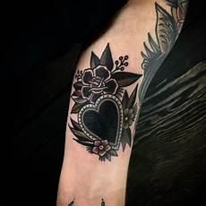 tatuaggio cuore con fiori 80 best tatuaggio cuore images on