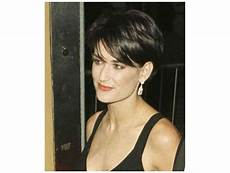 mia farrow haircut demi moore shaved her head for 1997 s g i jane which meant many in