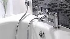rubinetto vasca rubinetto miscelatore vasca e doccia sopra vasca con