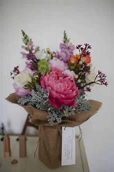 59 best flowers hessian images on pinterest floral arrangements floral bouquets and flower