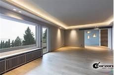 abgeh 228 ngte decke in einem modernen wohnzimmer wandnischen