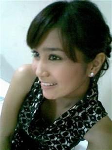 Profil Foto Bunga Zainal Foto Gambar