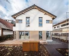 haus renovieren ideen einfamilienhaus medley 3 0 mit einer fassade aus putz und