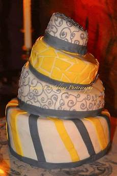 cake wrecks home lean me cake wrecks traditional wedding cakes cake