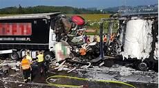 Unfall A9 Heute Aktuell - transporter eingequetscht fahrer stirbt bei schwerem
