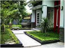 Taman Hijau Asri Depan Rumah Sakti Desain