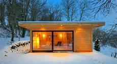 saunahaus wellness pur saunahaus kubus sauna bei nacht sauna im schnee eine